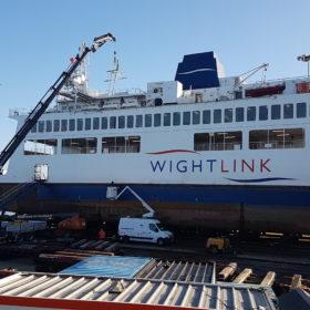Grutage sur bateau à passagers