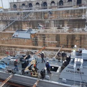 Remise en place roof sur bateau militaire